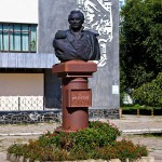 Памятник-бюст Кутузову М. И., Тирасполь, ул.  Карла Либкнехта, д. 159А
