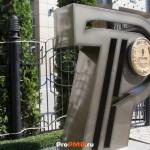 Памятник приднестровскому рублю, Тирасполь, ул.  25 Октября, д. 71